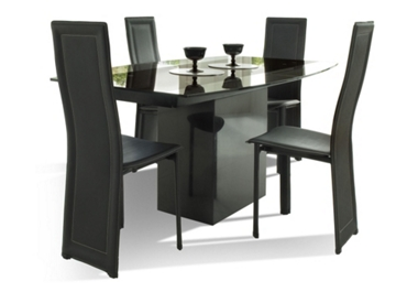 Soho Ext. dining table and 4 Selina chairs