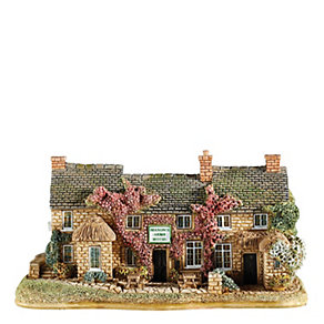 Lilliput Lane Serving Up For Summer - Product number 1696475