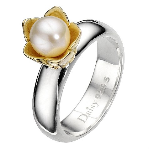 Daisy Star Wars cultured freshwater pearl ring Size N