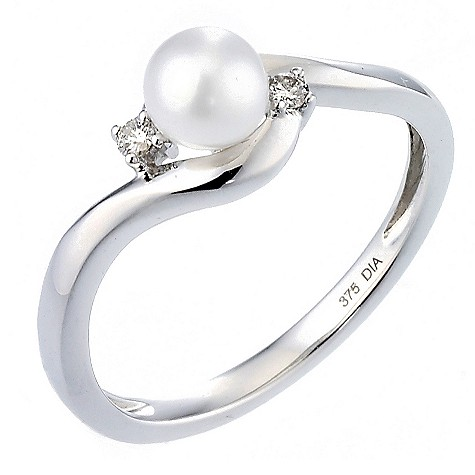 9ct white gold cultured freshwater pearl ring