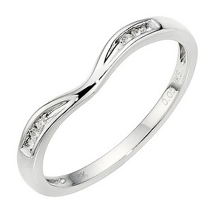 9ct White Gold Diamond Shaped Band